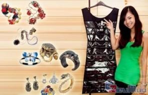 Dụng cụ treo đồ trang sức HANGING JEWWELRY ORGANIZER giá chỉ có 87.000đ, thiết kế như 1 chiếc váy áo xinh xắn có 2 mặt để đồ tiện dụng.