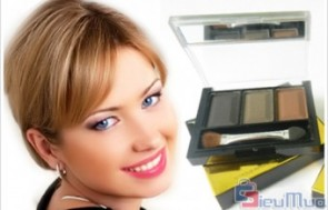 Bộ 3 sản phẩm Lancome giá chỉ có 100.000đ, sản phẩm có độ bền màu cao, lại gọn nhẹ, giúp bạn gái dễ dàng cho vào ví cầm tay.