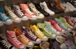 Giày Converse cho nam và nữ giá chỉ có 380.000đ, chất liệu vải cao cấp, màu sắc đa dạng, bền đẹp. Thiết kế với phong cách thể thao, cá tính, mạnh mẽ dành cho bạn trẻ năng động.