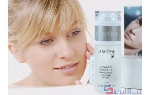 Nước hoa hồng nữ dưỡng ẩm dành cho mùa lạnh giá chỉ có 99.000đ, giúp cân bằng độ ẩm, làm sạch sâu vùng da.
