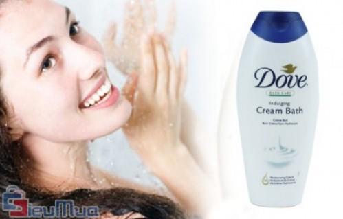 Combo 1 chai dưỡng thể 400ml và 1 chai sữa tắm Dove 500ml giá chỉ có 120.000đ, Dove chứa 1/4 kem dưỡng ẩm, giúp nuôi dưỡng, bảo vệ làn da của bạn.