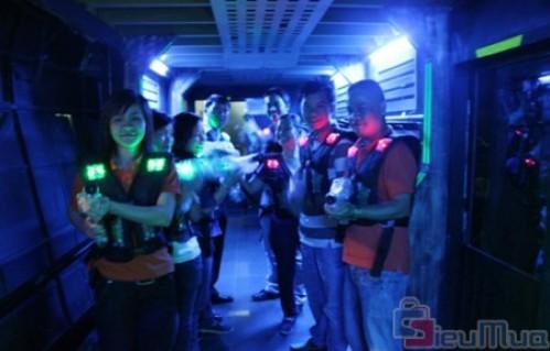 Bắn súng laser dành cho 2 người chơi giá chỉ có 60.000đ, trò chơi hấp dẫn, lôi cuốn, vui nhộn rèn luyện khả năng quan sát. - 1 - Sản Phẩm Giải Trí - Sản Phẩm Giải Trí