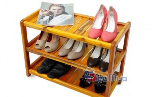 Kệ để giày 3 tầng giá chỉ có 215.000đ. Chất liệu gỗ chắc chắn. Bảo quản giày dép bền đẹp và sắp xếp nhà cửa luôn gọn gàng.