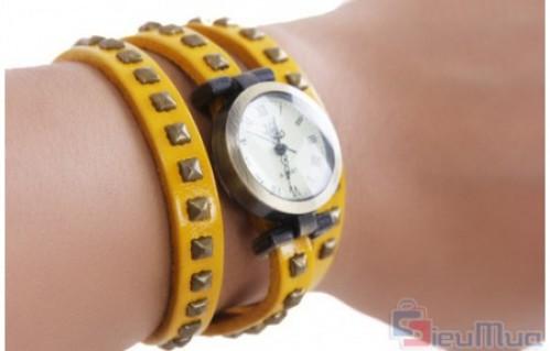 Đồng hồ dây da cổ điển giá chỉ có 129.000đ. Thiết kế mặt đồng hồ rất thời trang, trẻ trung, độc đáo. Kiểu dáng nhẹ nhàng, trẻ trung, thời trang và sang trọng cho bạn gái.