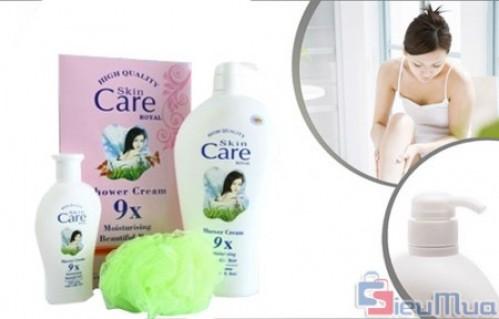 Bộ 2 chai sữa tắm dê Skin Care và 1 bông tắm giá chỉ có 69.000đ, cho bạn làn da mịn màng, mát và đặc biệt các vết mẩn ngứa cũng sẽ giảm hẳn. - Sữa Tắm