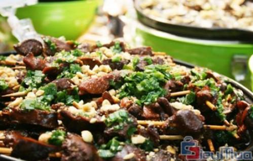 Buffet tối hải sản nhà hàng Phú Khang giá chỉ có 199.000đ. Món ăn đều được chế biến từ những loại nguyên liệu tươi ngon. Buffet với hơn 80 món hải sản, ốc và các món ngon 3 miền hấp dẫn được chế biến công phu.