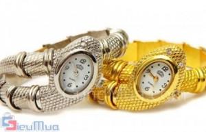 Đồng hồ rắn thời trang giá chỉ có 155.000đ. Chất liệu mỹ kí cao cấp. Tạo cá tính với trang sức thời trang, tăng thêm vẻ quyến rũ, sang trọng cho bạn gái. Sự lựa chọn hoàn hảo cho các quý cô sành điệu.