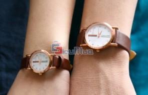 Đồng hồ cặp nam nữ mô phỏng theo thiết kế của Gucci giá chỉ có 149.000đ, kiểu dáng hiện đại, màu sắc trẻ trung, giúp đôi bạn nổi bật giữa đám đông.