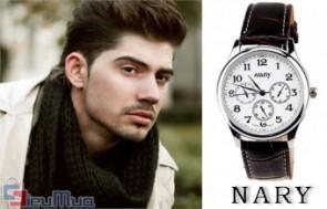 Đồng hồ nam Nary giá chỉ có 135.000đ, dây đồng hồ được làm từ chất liệu giả da với hai màu đen, nâu sang trọng và tinh tế.