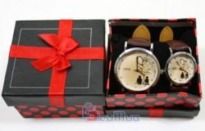 Đồng hồ cặp dành cho teen giá chỉ có 139.000đ, dây đeo bằng chất liệu giả da, mặt kiếng chắc chắn, món quà thể hiện tình yêu độc đáo.
