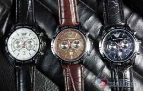 Đồng hồ nam Armani giá chỉ có 129.000đ, chất liệu giả da và mặt kiếng trong suốt, thích hợp cho nam với mọi lứa tuổi. - 1 - Thời Trang Nam