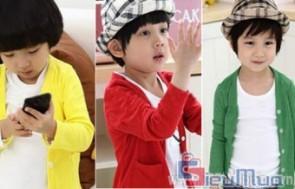 Áo khoác Cardigan cho cả bé trai hoặc bé gái giá chỉ có 85.000đ, chất liệu thun cotton len mát mẻ, không xù lông, co giãn tốt cho bé thoải mái vận động.