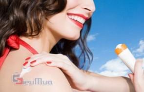Kem chống nắng Disaar giá chỉ có 75.000đ, giúp cho làn da của bạn trở nên thật mịn màng và trắng sáng dưới nắng.