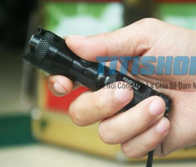 Titi Shop - Den Pin Police USA TM-560 2 TRONG 1 Vua la den pin + Laser trinh chieu )