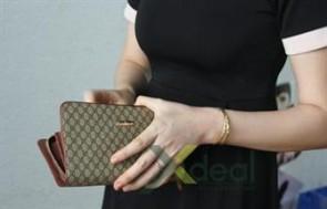 Một chiếc ví không kén trang phục, một chiếc ví sang trọng và quý phái đó chính là Ví nữ cầm tay Gucci. Gía thật hấp dẫn chỉ 99.000đ, Duy nhất tại xdeal.vn