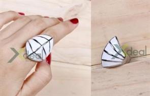Bổ sung vào bộ sưu tập nhẫn của bạn sản phẩm nhẫn inox M-Way nạm đá siêu độc, cá tính và thể hiện sự sành điệu vốn có của bạn. Chỉ 119,000đ tại Xdeal.vn - 1 - Thời Trang và Phụ Kiện