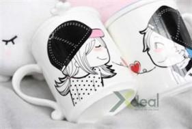 Ly cặp Sweet Heart độc đáo, cực dễ thương với nhiều hoa văn trăng trí ngộ nghĩnh, xinh xắn. Giá hấp dẫn chỉ có 79,000đ tạo Xdeal.vn.