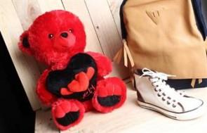 Gấu bông đỏ ôm trái tim Trao Gửi Tình Yêu Đến Người Thương Theo Cách Cực Kỳ Dễ Thương, Lãng Mạn. - Vật Phẩm Trang Trí