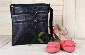 Túi đeo thời trang mang đến cho bạn trẻ sự năng động và cá tính. Tiện dụng với 4 ngăn riêng biệt.
