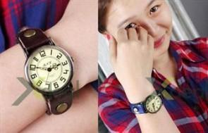 Những cô nàng xinh xắn sẽ trông càng dễ thương và phong cách hơn cùng chiếc đồng hồ da thật cá tính.