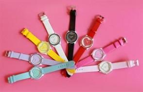 Nâng niu phần cổ tay duyên dáng của phái đẹp với đồng hồ hình trái tim dễ thương. Chỉ với 49,000đ tại Xdeal.vn Giảm đến 67%.