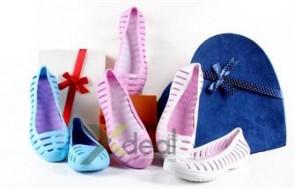Giày búp bê công chúa rất dễ thương, chất liệu nhựa cao cấp siêu bền, siêu nhẹ, siêu mềm nhẹ nhàng nâng niu chân xinh xuống phố. Giá chỉ có 89.000đ tại xdeal.vn.