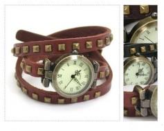 Đồng hồ dây nạm đinh